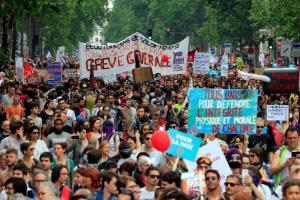 Γαλλία: «Κοσμοπλημμύρα» στις διαδηλώσεις εναντίον του Μακρόν [pics]