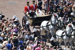 Πρίγκιπας Χάρι και Μέγκαν Μαρκλ πρωταγωνιστές του «παραμυθιού»! Ο πριγκιπικός γάμος μέσα από εντυπωσιακές εικόνες
