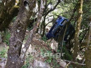 Γυναίκα οδηγός έπεσε σε γκρεμό και… κόρναρε για να την σώσουν [pics]