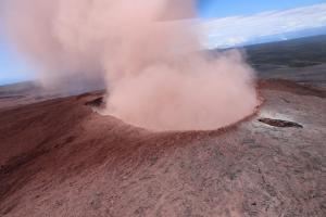 Ισχυροί σεισμοί στην Χαβάη «ξύπνησαν» το ηφαίστειο! Εκατοντάδες κάτοικοι απομακρύνθηκαν από τα σπίτια τους [pics, vids]