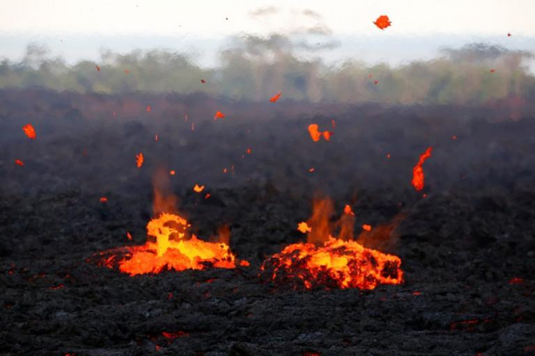 Εξερράγη το ηφαίστειο Κιλαουέα! Καυτή λάβα, πυκνοί καπνοί και στάχτες παντού | Newsit.gr