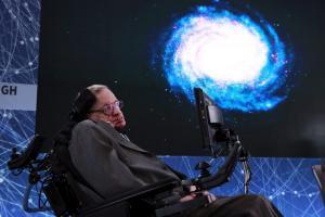 Ο Στίβεν Χόκινγκ ζει! Δημοσιεύτηκε η τελευταία μελέτη του