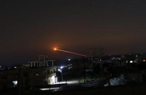 Μίλησαν τα όπλα – Η μεγαλύτερη ως σήμερα επίθεση του Ισραήλ στη Συρία και η εμπλοκή του Ιράν