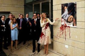 Το ματωμένο φόρεμα της Ιβάνκα Τραμπ στη Γάζα