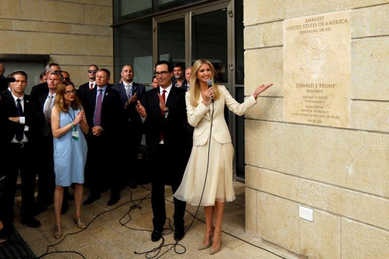 Ιερουσαλήμ: Η Ιβάνκα Τραμπ έκανε τα αποκαλυπτήρια με… σαρδάμ! [vid] | Newsit.gr