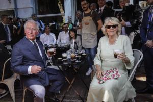 Κάρολος – Καμίλα: Τα «πεσκέσια» που ετοιμάζουν οι Κρητικοί για το πριγκιπικό ζεύγος