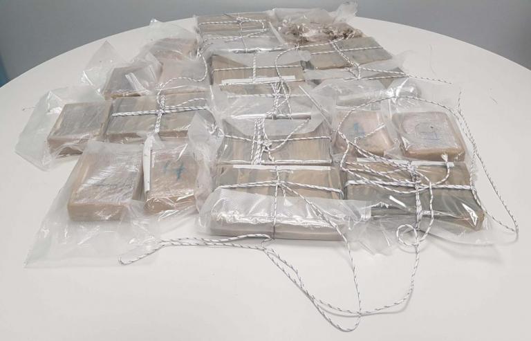 """«Φούλαραν» με κοκαΐνη Αθήνα και Θεσσαλονίκη – Τους έπιασαν στα """"πράσα"""" με 16 κιλά μέσα στο αμάξι   Newsit.gr"""