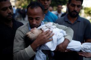 Γάζα: Μυρίζει παντού αίμα και… μπαρούτι – Βρέφος οκτώ μηνών ανάμεσα στους νεκρούς