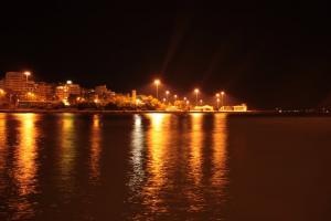 Επιβάτης έπεσε από πλοίο στην θάλασσα στον Πειραιά – Έρευνες εντοπισμού από το λιμενικό