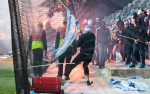 """Γίναμε… Σουηδία! Καπνογόνα, """"ντου"""" και διακοπή στον τελικό του Κυπέλλου [pics, vids]"""