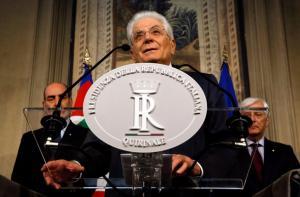 Ραγδαίες εξελίξεις στην Ιταλία: Κίνηση… ματ από τον Ματταρέλλα – Δίνει το «χρίσμα» σε πρώην στέλεχος του ΔΝΤ
