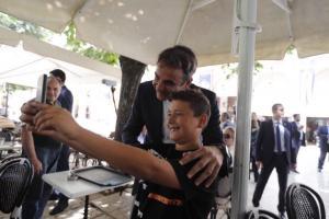 Μητσοτάκης: Χαμόγελα και selfie στην Κέρκυρα [pics]