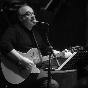 Νότης Σφανιακάκης – Γιώργος Μουκίδης: Κόντρα χωρίς όρια και εξώδικο στον τραγουδιστή