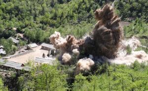 Βόρεια Κορέα: Αυτές είναι οι εικόνες από την καταστροφή των πυρηνικών εγκαταστάσεων [pics, vids]
