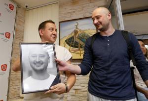 """Ουκρανία: Με μακιγιάζ και… αίμα γουρουνιού η """"δολοφονία"""" του Ρώσου δημοσιογράφου"""