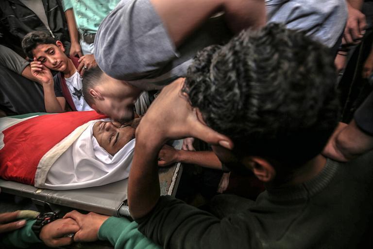 «Ματωμένη Δευτέρα» στην Ιερουσαλήμ: 55 νεκροί Παλαιστίνιοι, 2700 τραυματίες από Ισραηλινά πυρά | Newsit.gr