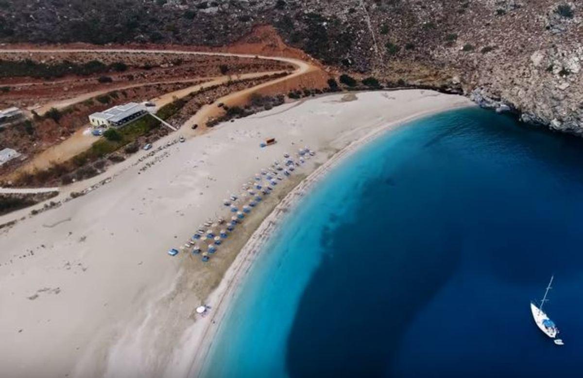 Η πιο όμορφη παραλία της Άνδρου δεν είναι τα Άχλα ούτε της Γριάς το πήδημα