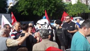 Θεσσαλονίκη: Ένταση στην πορεία των νοσοκομειακών – Μηχανάκι έπεσε πάνω σε διαδηλωτή