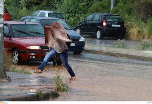 Καιρός: Αποτρελάθηκε! Βροχές… παντού σήμερα!