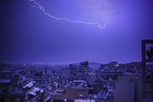 Καιρός: Ξανά… χειμώνας! Βροχές και καταιγίδες σήμερα