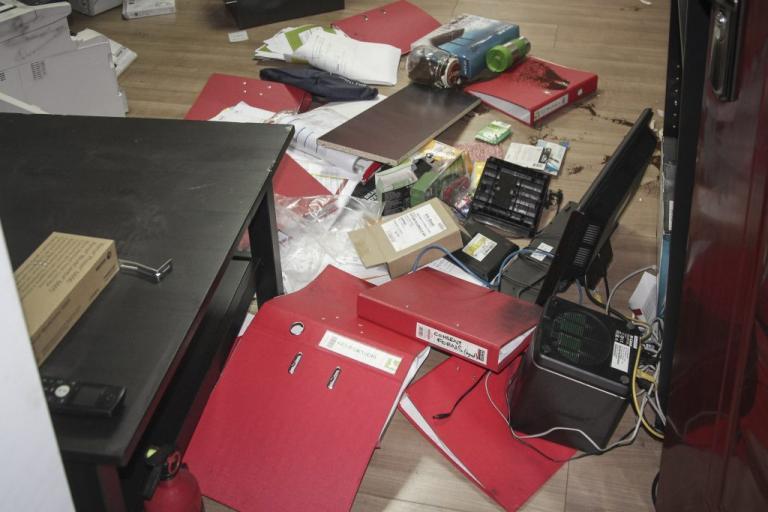 Επίθεση του Ρουβίκωνα σε γραφείο συμβολαιογράφου | Newsit.gr