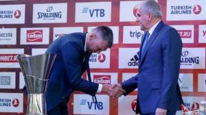 Η φωτογραφία του Final Four της Euroleague! Ο Γιασικεβίτσιους υποκλίνεται στον Ομπράντοβιτς