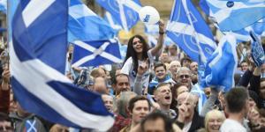 Γλασκώβη: Μαζικές διαδηλώσεις με αίτημα την ανεξαρτησία της Σκωτίας