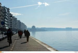 Θεσσαλονίκη: Μαθήματα αυταπάρνησης από 20χρονο – Πώς έσωσε τη ζωή ηλικιωμένου