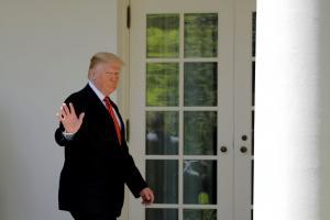 «Δόκτωρ» Ντόναλντ Τραμπ: Υπαγόρευσε την ιατρική γνωμάτευση πως είναι… υγιέστατος