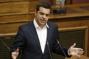 Αναδοχή από ομόφυλα ζευγάρια: Ψηφίστηκε το νομοσχέδιο – «Βολές» Τσίπρα