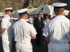 Αμερικανός Πρέσβης: Ο Τζέφρι Πάιατ καλωσόρισε το USS Normandy στη Σαντορίνη