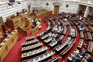 Γράφει ιστορία σήμερα η Βουλή – Ψηφίζεται η αναδοχή και από ομόφυλα ζευγάρια