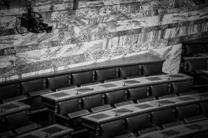 Κινούμενη άμμος οι θέσεις των  βουλευτών για την αναδοχή παιδιών από ομόφυλα ζευγάρια