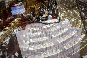 Βουλή: Φιάσκο η μαραθώνια συνεδρίαση – Επιστρέφει στη Δικαιοσύνη η υπόθεση Novartis