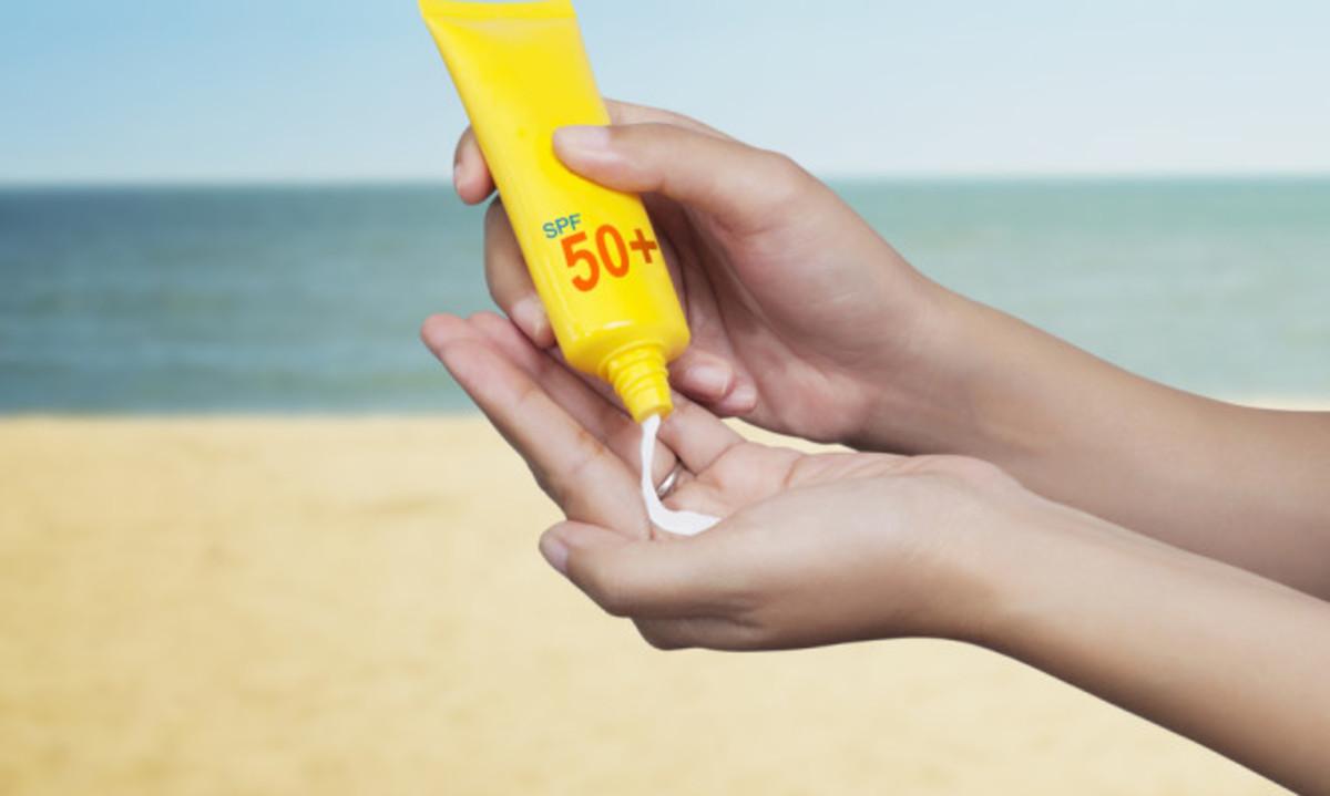 Αντηλιακό: Πώς διαβάζουμε την ετικέτα στο μπουκάλι – Τι να προσέχετε πάντα | Newsit.gr