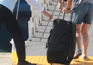 Μυτιλήνη: Η βαλίτσα του ταξιδιώτη έκρυβε άγνωστες αλήθειες – Χαμός στο λιμάνι μέχρι τη σύλληψη!