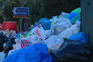 Κέρκυρα: Χιλιάδες τόνοι σκουπιδιών πνίγουν το νησί