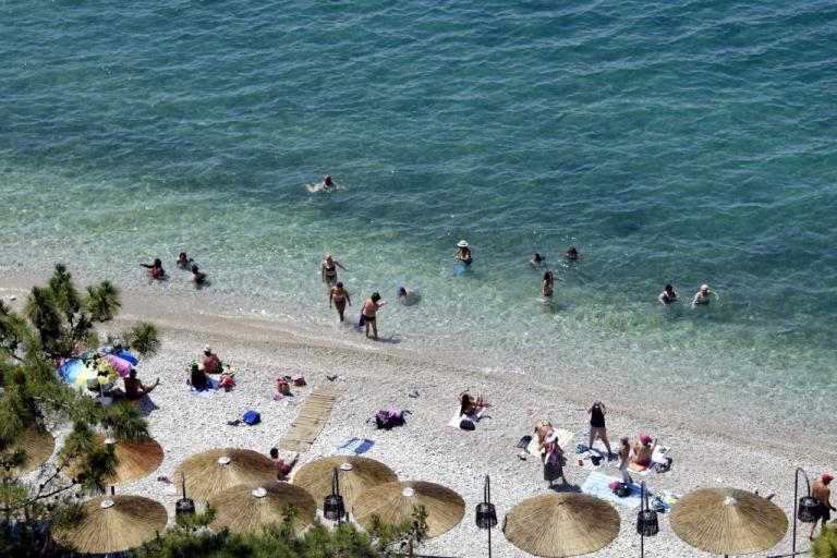 Βόλος: Ήρωας στην παραλία – Έσωσε μια ανθρώπινη ζωή και συνέχισε τη δουλειά με βρεγμένα ρούχα! | Newsit.gr