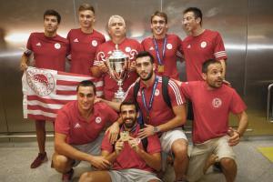 Ολυμπιακός: Θερμή υποδοχή στους πρωταθλητές! Στην Ελλάδα οι θριαμβευτές του Champions League [vid, pics]