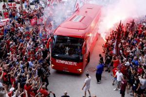Ολυμπιακός: «Τρέλα» για τους πρωταθλητές Ευρώπης! Στο «Καραϊσκάκης» η υποδοχή των οπαδών [vid, pics]