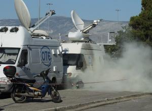 Ολυμπιακός – Παναθηναϊκός: «Πόλεμος» στο ΣΕΦ! Ξύλο μεταξύ οπαδών και ΜΑΤ [pics]
