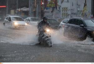 Πνίγηκε η Θεσσαλονίκη! Ποτάμια οι δρόμοι – Βροχή τα προβλήματα! Σε κάποιες περιοχές έριξε και χαλάζι [pics, vids]
