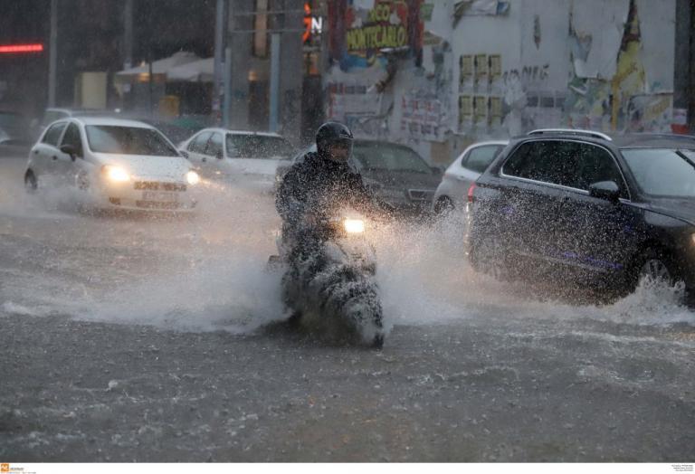 Πνίγηκε η Θεσσαλονίκη! Ποτάμια οι δρόμοι – Βροχή τα προβλήματα! Σε κάποιες περιοχές έριξε και χαλάζι [pics, vids] | Newsit.gr