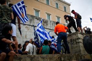 Επεισόδια στο συλλαλητήριο για τη Μακεδονία στο Σύνταγμα