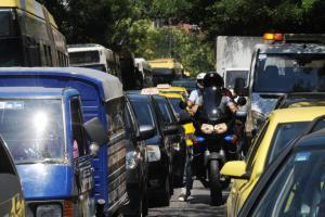 Κίνηση – κόλαση στους δρόμους – Αδιάβατο το κέντρο και το μεσημέρι από τις συγκεντρώσεις