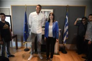 Ο Γιάννης Αντετοκούνμπο πρωταγωνιστής στο νέο σποτ του ελληνικού τουρισμού [pics, vids]