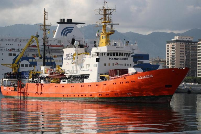 «Μαλλιά – κουβάρια» Γαλλία και Ιταλία για το πλοίο με τους μετανάστες | Newsit.gr