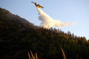Μαίνεται η φωτιά στην Αλόννησο
