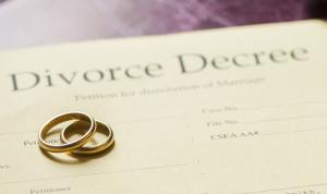 Η top απειλή που φέρνει πιο κοντά στο διαζύγιο παντρεμένους εργαζόμενους