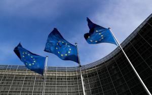 Politico: Ο ακροδεξιός εξτρεμισμός ενισχύεται στην Ευρώπη